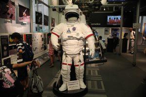 宇宙飛行士の顔出しパネル