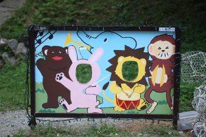 動物園の動物たちの顔出しパネル