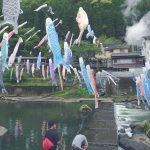 杖立川に渡された大量の鯉のぼり