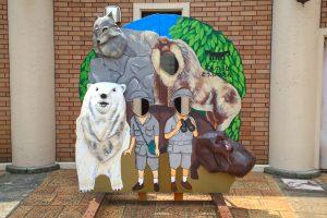 カバとシロクマ、狼とサル探検隊の顔出しパネル