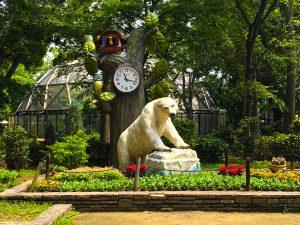 シロクマのオブジェと時計